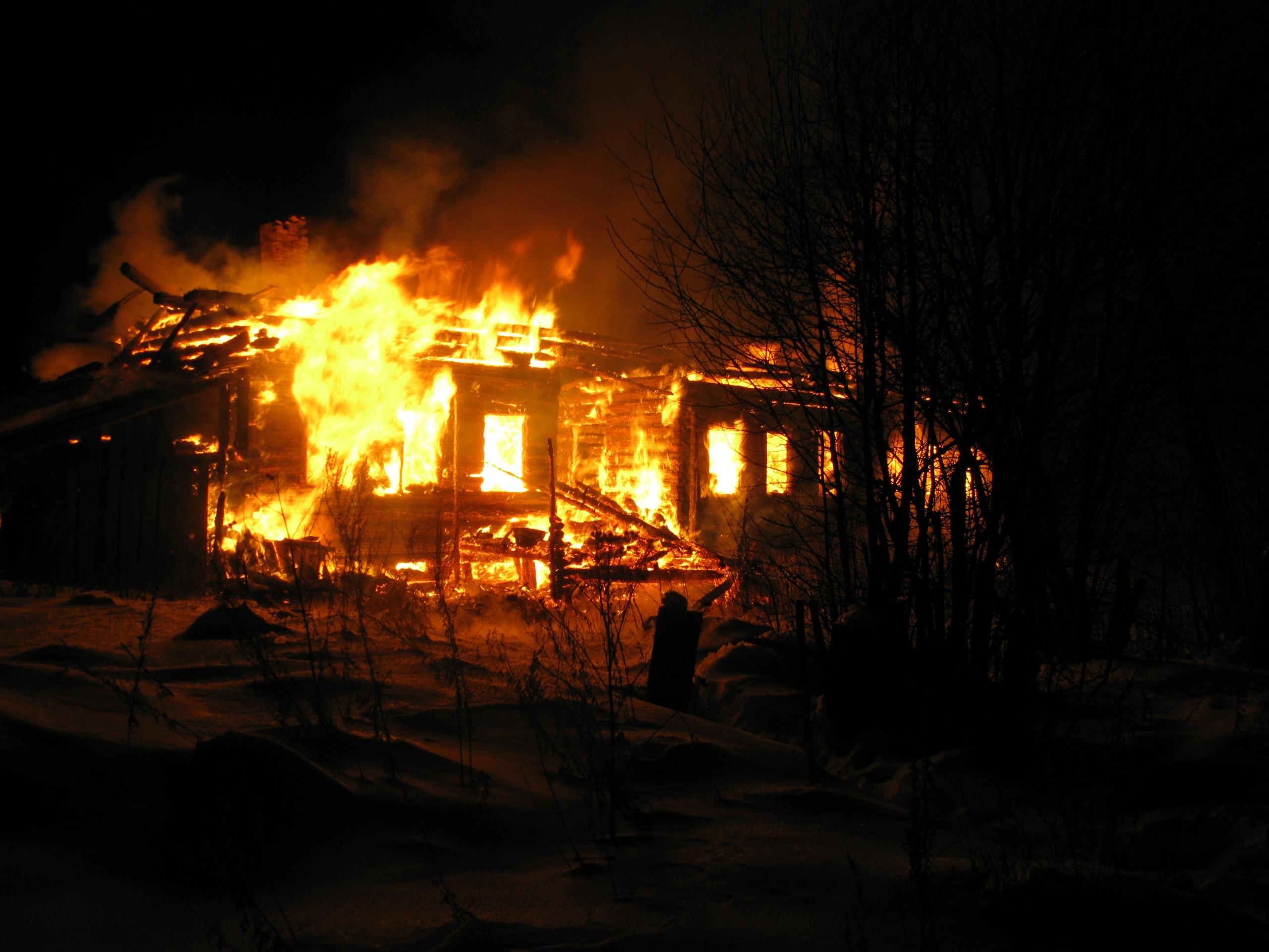 Тело мужчины обнаружили на месте пожара в Верховажском районе