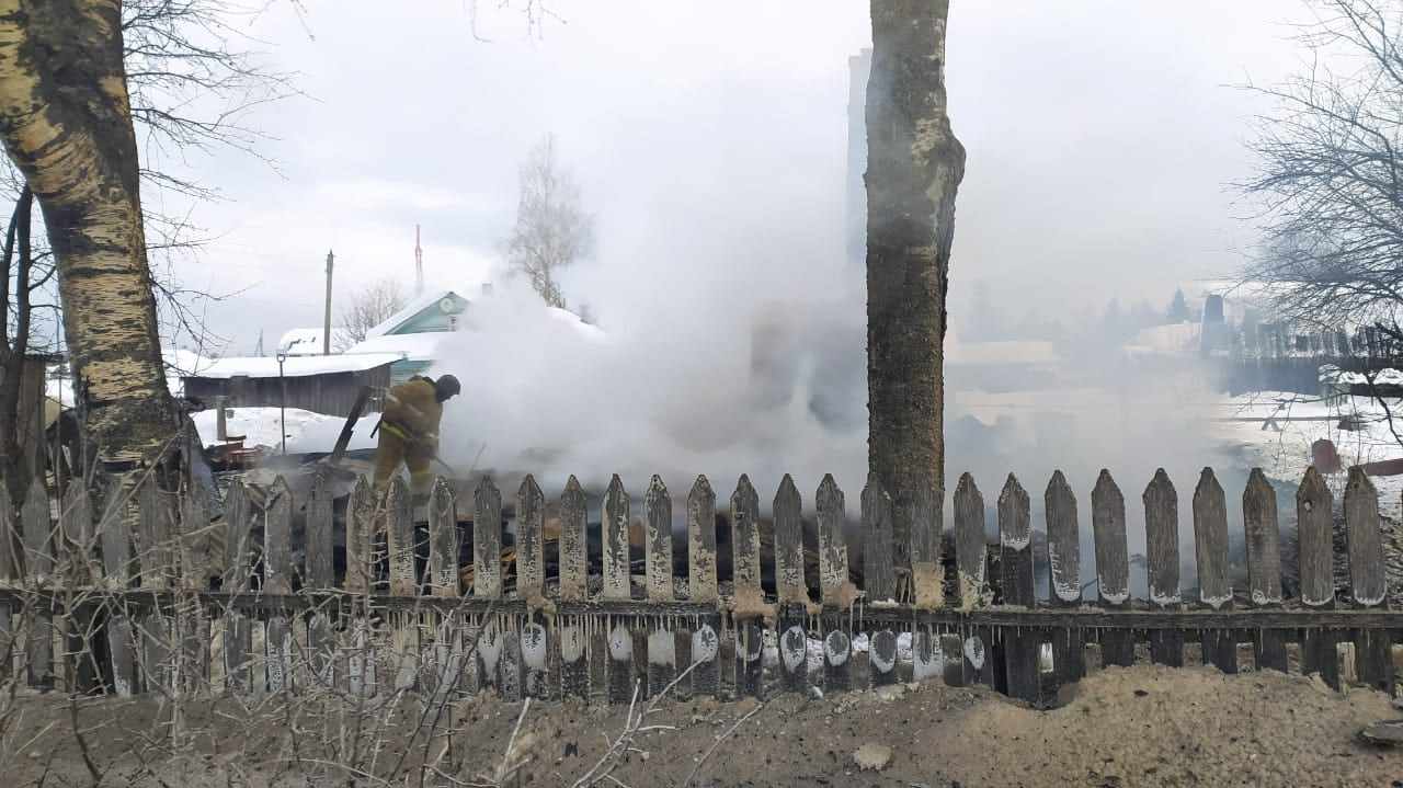 Тела двух погибших обнаружили после пожара в жилом доме в Харовском районе