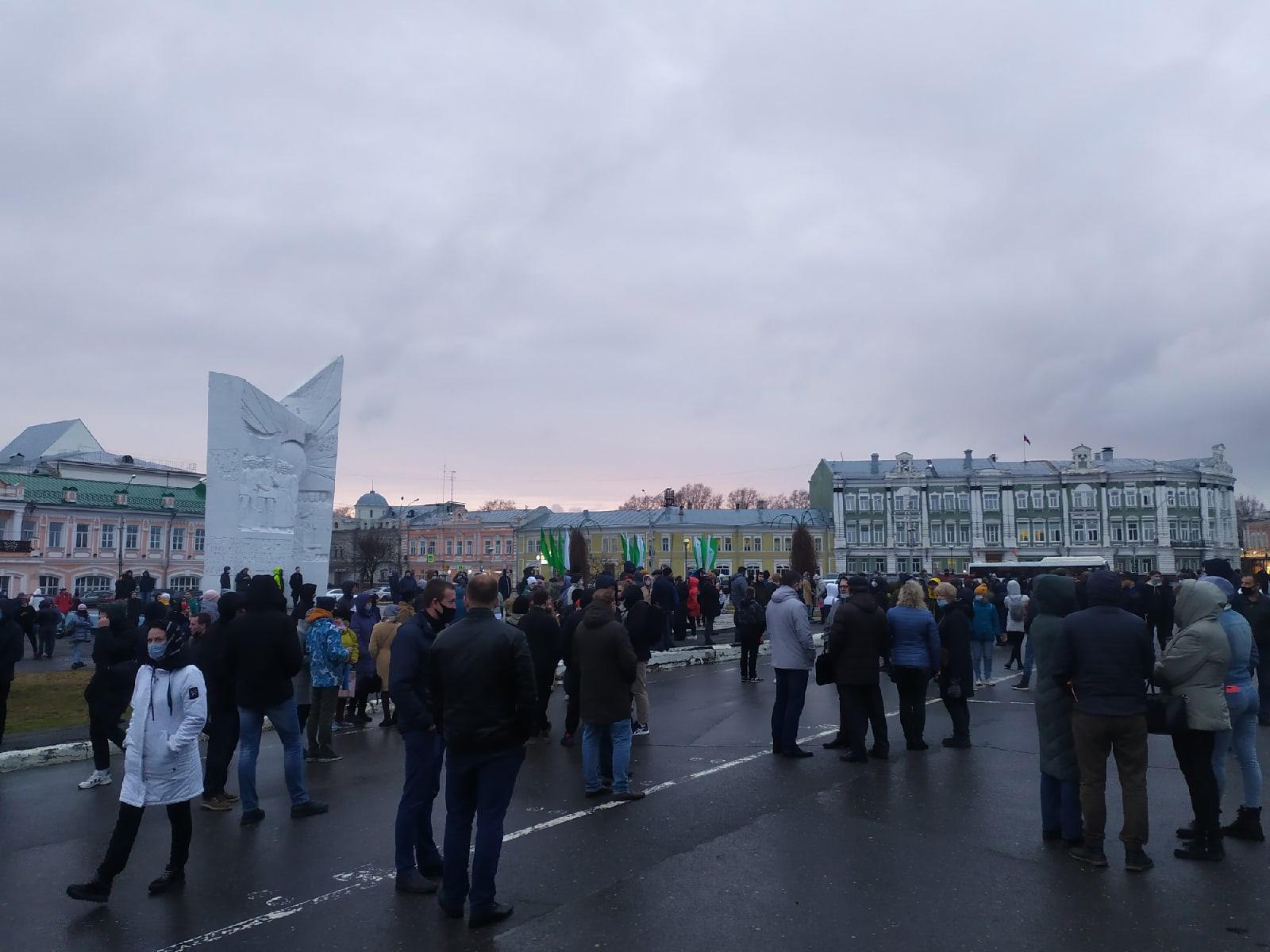 Несанкционированная акция в поддержку Навального прошла на площади Революции в Вологде