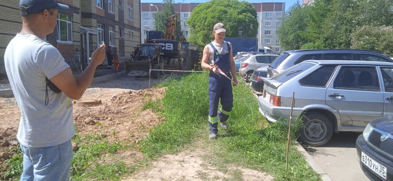Активисты сообщают о захвате газона у дома №36 по улице Ярославской в Вологде строителями садика