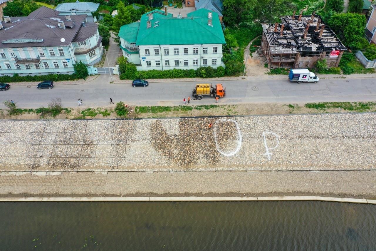 С набережной в Вологде смыли надпись со стоимостью бетонирования берега