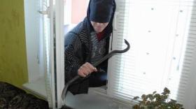 В Грязовецком районе будут судить школьника, укравшего из чужого дома весы, гирю и топоры