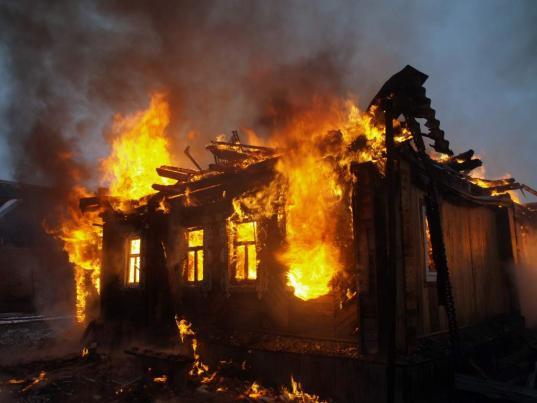 80-летний мужчина погиб на пожаре в Кирилловском районе
