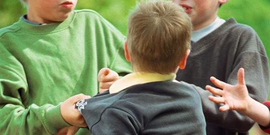 В Череповце трех 15-летних подростков осудили за вымогательство денег у школьника
