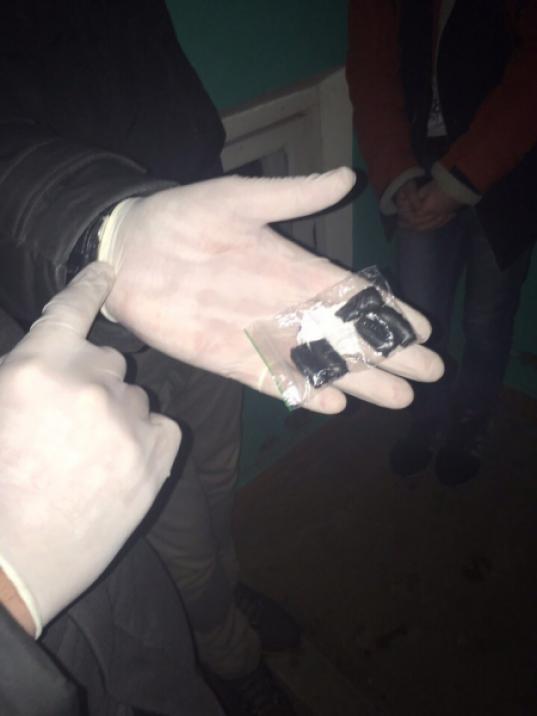 """Двое 18-летних жителей Вологды торговали наркотиками через сеть тайников-""""закладок"""""""