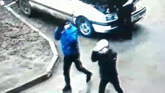 В Череповце грабители в медицинских масках ворвались в квартиру пенсионерки и забрали 200 тысяч рублей