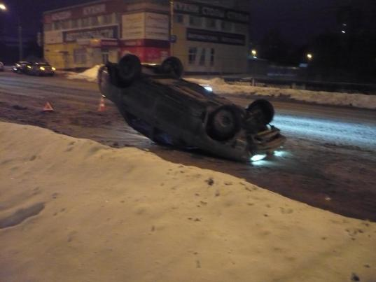 В Вологде ВАЗ перевернулся на крышу: водитель превысил скорость