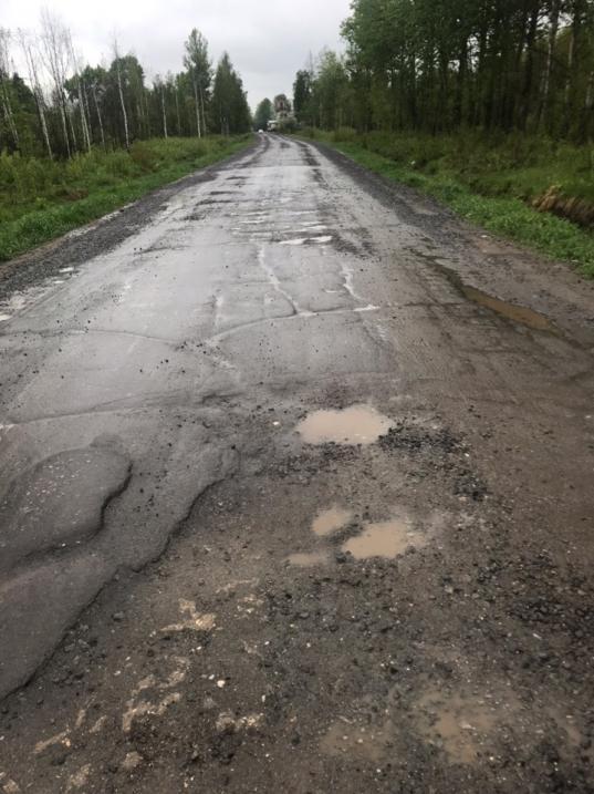 """""""Магистраль"""" отремонтировала дорогу в Вологде, посыпав ее щебнем поверх асфальта"""