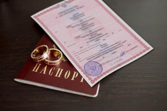 С 22 января россияне смогут регистрировать браки в МФЦ