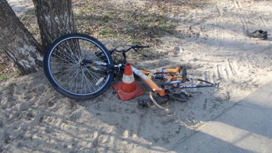 В Кадуе пьяный мотоциклист насмерть сбил школьника, ехавшего на велосипеде по краю дороги
