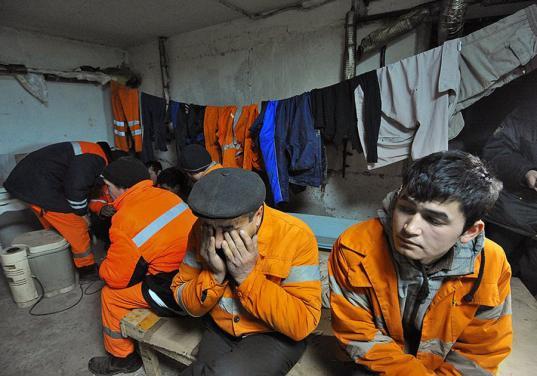 Шесть мигрантов из Узбекистана незаконно работали на стройке в Вологодском районе