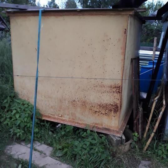 Житель Вологды нанял грузовое такси, чтобы вывезти с чужой дачи металлический бак