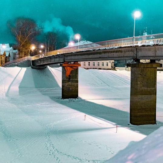Администрация Вологды закрасит граффити с ногой, поддерживающей Красный мост