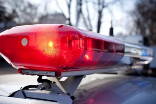 В Череповце полиция ищет водителя, который сбил на «зебре» 10-летнего мальчика и скрылся