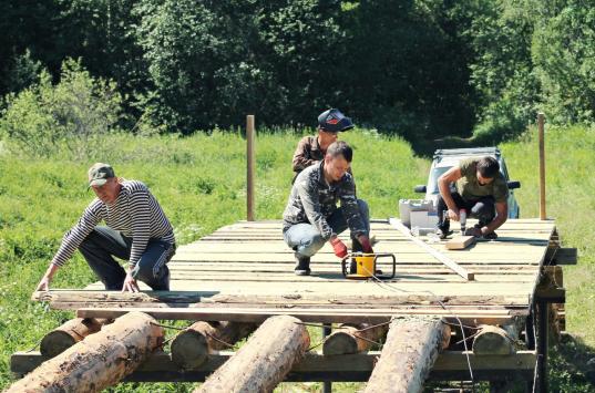 В Череповецком районе жители своими силами строят мост через реку Мотому