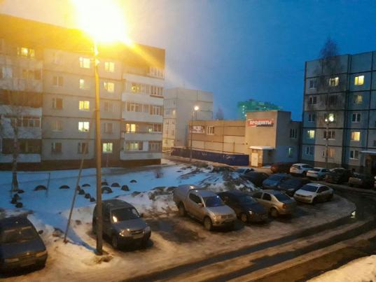 У дома 74б на улице Возрождения в Вологде подключили фонари на уличных столбах