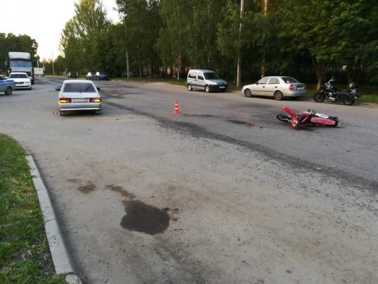 Два подростка на мотоцикле получили травмы, столкнувшись с ВАЗом в Молочном