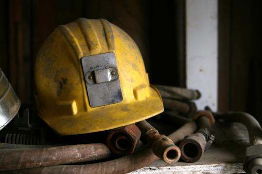 В Череповце мастера дочернего предприятия «Северстали» оштрафовали за травмы слесаря-ремонтника