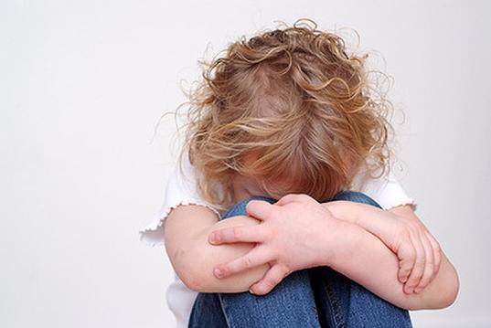 Вологжанин угрожал ножом двухлетней девочке, чтобы получить деньгиот ее матери