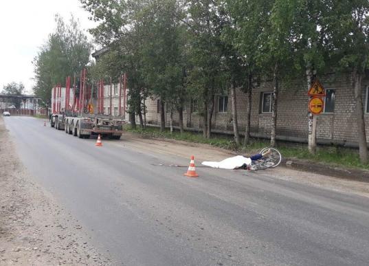 В Соколе водитель грузовика насмерть сбил велосипедиста