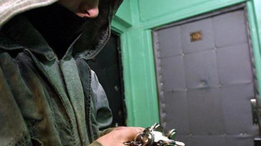 В Вологде подростки украли из квартиры знакомых украшения и деньги
