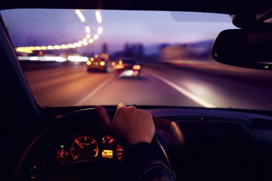 В Вологде пьяные пассажиры угнали машину у водителя такси