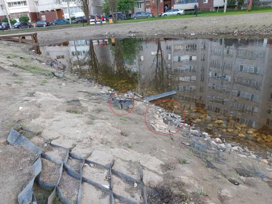 Родители опасаются за безопасность детей во Фрязиновском парке в Вологде: там торчат куски арматуры