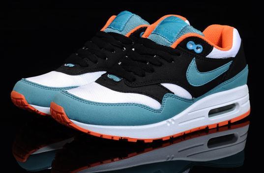 В Вологде продавца поддельных кроссовок «Nike» оштрафовали на 10 тысяч рублей