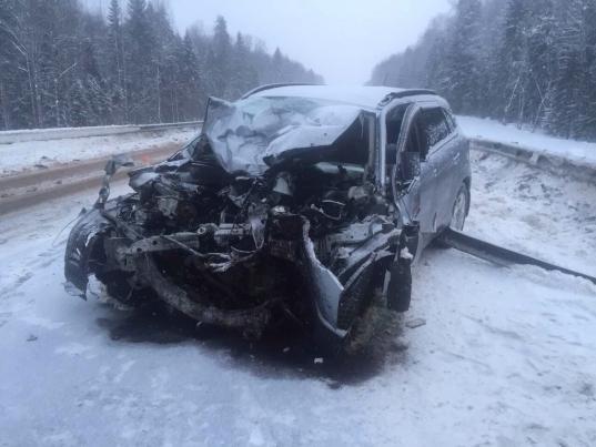 В Вологодском районе водитель «Митсубиси» врезался в фуру и погиб
