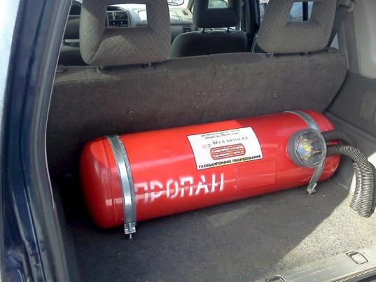 Житель Череповца украл у своего бывшего работодателя тысячу литров топлива