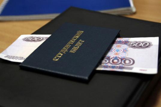 В Вологодской области до 10 тысяч рублей увеличили размер губернаторской стипендии для одаренных студентов