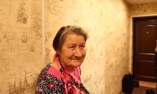 Интернет-пользователи собрали деньги на ремонт в квартире пенсионерки из Стризнево, собиравшей в лесу валежник