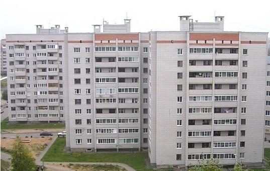 Девушка, выпавшая из окна 10 этажа в Вологде, скончалась в больнице