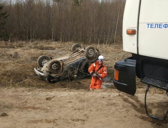 В Вытегорском районе «Нива» вылетела в кювет и перевернулась: водитель погиб