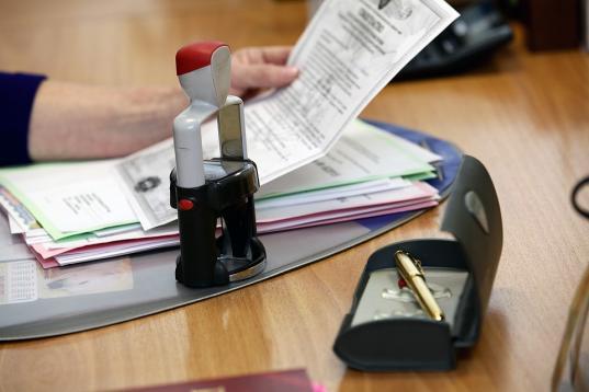 Нотариусов обязали бесплатно отправлять документы на регистрацию недвижимости в Росреестр