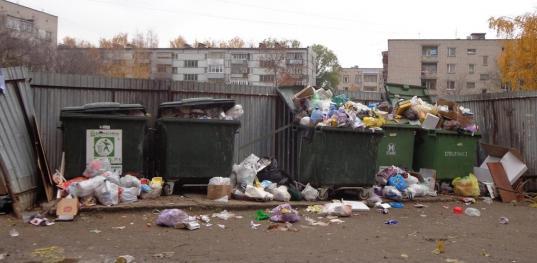 Регоператор «Аквалайн» пытался снять с себя обязанность по уборке переполненных мусорных площадок в Вологде