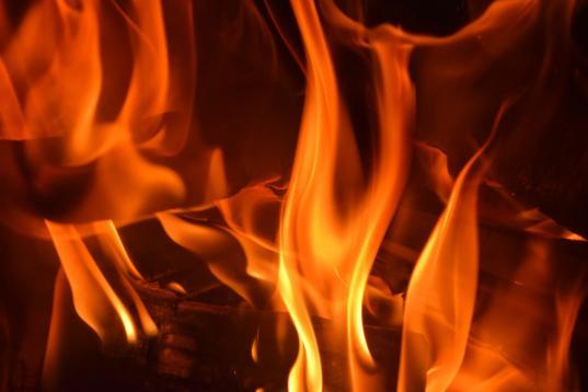 Один человек погиб и один пострадал на пожаре в деревне Ботово Череповецкого района