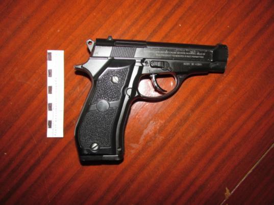 В Соколе осудили мужчин, выстреливших в пенсионера из пневматики и отобравших у него 20 тысяч рублей