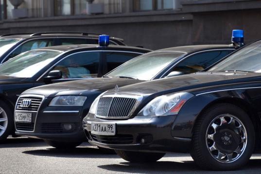 """""""Единая Россия"""" отклонила законопроект о запрете дорогих автомобилей для чиновников"""