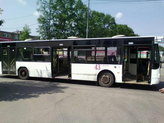 В Вологде в автобусе №8 на повороте оторвалось от пола пассажирское сиденье