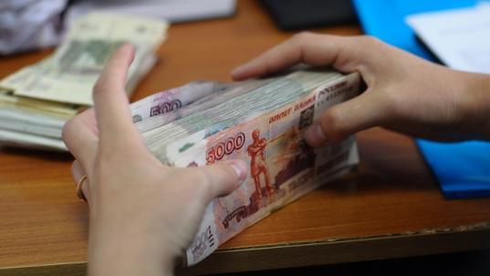 """Четыре жителя Череповца """"заработали"""" более 20 млн рублей на незаконной банковской деятельности"""