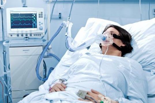 Российским больницам запретили закупать импортные бинты, подгузники и аппараты ИВЛ