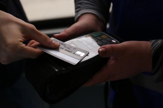 В Череповце мошенник украл 90 000 рублей с кредитной карты, которую клиенту оформили без его согласия в одном из банков