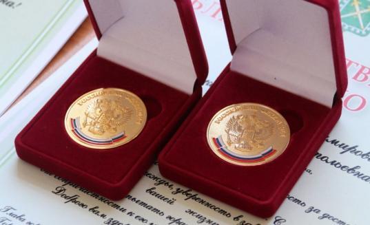 Право на золотую медаль выпускники школ теперь должны подтверждать высокими баллами ЕГЭ