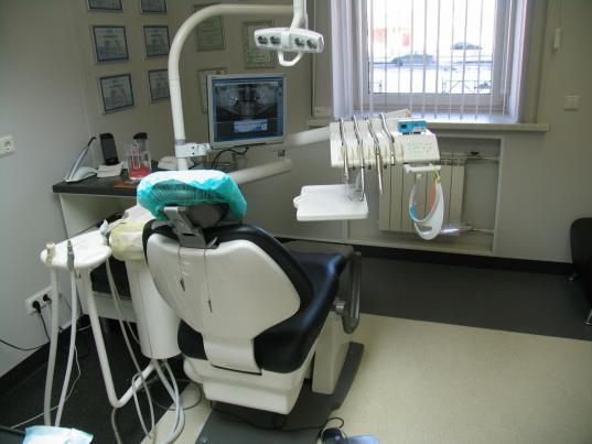 Начальница отдела в вологодском «СОГАЗе» незаконно за счет фирмы вставила себе зубы