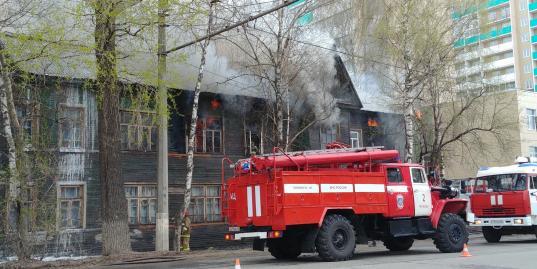 Жильцам поврежденного из-за пожара дома на улице Козленской, 111 в Вологде выплатят по 25 тысяч рублей