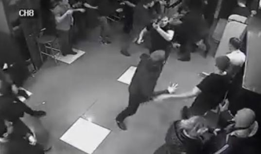 """Стрелявший в клубе """"Дежнев"""" в Дениса Раздрогова пытается переложить вину за его смерть на медиков"""