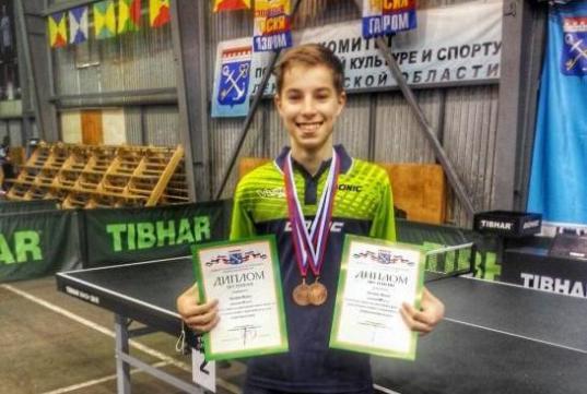 Вологжанин Михаил Молоков завоевал бронзу межрегиональных соревнований по настольному теннису
