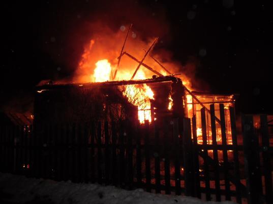 Во время пожара в дачном доме в Череповце погиб мужчина