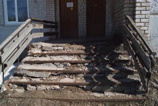 В Белозерском районе жителей просят собрать часть суммы на ремонт развалившегося крыльца библиотеки